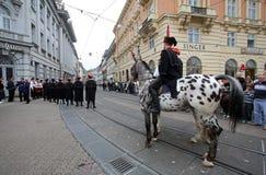 Parada 70 participantes, vinte cavalos e quarenta membros da banda anunciou os 300 seguintes Alka fotografia de stock royalty free