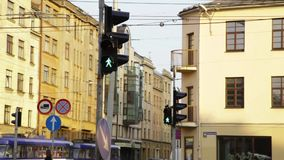 Parada roja del verde amarillo del icono de los semáforos almacen de video