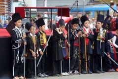 Parada 70 Teilnehmer, zwanzig Pferde und vierzig Mitglieder der Blaskapelle haben die folgenden 300 Alka angekündigt Lizenzfreies Stockfoto
