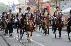 Parada 70 Teilnehmer, zwanzig Pferde und vierzig Mitglieder der Blaskapelle haben die folgenden 300 Alka angekündigt Lizenzfreies Stockbild