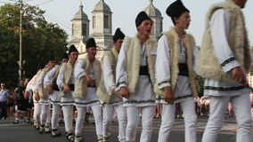 Parada tradicional Romênia dos trajes video estoque