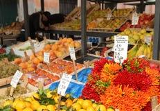 Parada vegetal del mercado de Rialto Fotografía de archivo libre de regalías