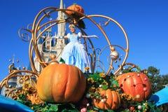 Parada w Magicznym królestwo kasztelu w Disney świacie w Orlando zdjęcie royalty free