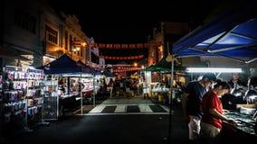 Paradas alrededor de la calle del paseo de Malaca Jonker imagen de archivo