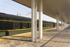 Paradas velhas do trem no estação de caminhos-de-ferro imagens de stock