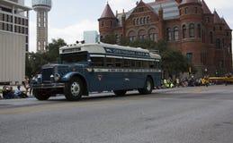 Parade-Jahrmarkt des Texas-Weinlesebusses Lizenzfreie Stockfotografie