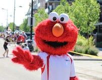 Parade mit Kostümen von Elmo Lizenzfreies Stockbild