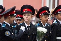 Parade am 1. September im ersten Moskau-Kadett-Korps stockfotos