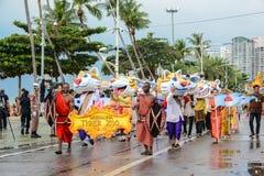 Parade Sriracha Tiger Zoo, die in internationalen Flotten-Bericht marschiert Stockfotografie