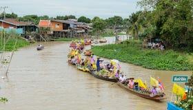 Parade traditionnelle des bougies au temple, Thaïlande Photographie stock libre de droits