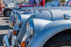 Parade van mooie oude Engelse auto's Stock Fotografie