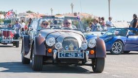 Parade van mooie oude Engelse auto's Royalty-vrije Stock Foto's