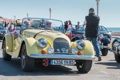 Parade van mooie oude Engelse auto's Stock Afbeeldingen