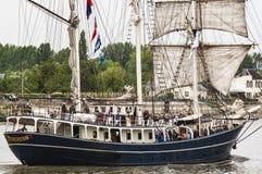 Parade van zeer oud historisch botengaljoen op de rivierzegen voor Armada, Frankrijk royalty-vrije stock fotografie