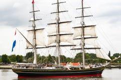 Parade van zeer oud historisch botengaljoen op de rivierzegen voor Armada, Frankrijk royalty-vrije stock afbeeldingen