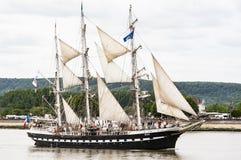 Parade van zeer oud historisch botengaljoen op de rivierzegen voor Armada, Frankrijk stock foto