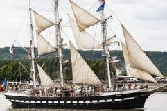 Parade van zeer oud historisch botengaljoen op de rivierzegen voor Armada, Frankrijk royalty-vrije stock afbeelding