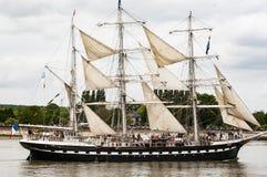 Parade van zeer oud historisch botengaljoen op de rivierzegen voor Armada, Frankrijk royalty-vrije stock foto