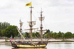 Parade van zeer oud historisch botengaljoen op de rivierzegen voor Armada, Frankrijk royalty-vrije stock foto's