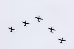 Parade von Flugzeugen Stockfotos
