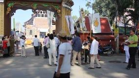 Parade von Kathina-Zeremonie in Paduaek-Tempel stock footage