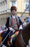 Parade von 70 Teilnehmern, zwanzig Pferde und vierzig Mitglieder der Blaskapelle haben die folgenden 300 Alka angekündigt Stockfotos