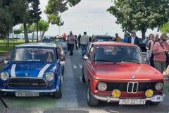 Parade von Weinleseautos in Novigrad, Kroatien Lizenzfreies Stockfoto