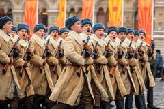 Parade weihte 7. November 1941 auf Rotem Platz in Moskau ein 75. Jahrestag Lizenzfreie Stockbilder