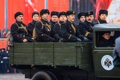 Parade weihte 7. November 1941 auf Rotem Platz in Moskau ein 75. Jahrestag Lizenzfreie Stockfotos