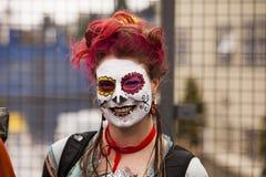 Parade-Zuschauer mit Gesichts-Lack Stockfoto
