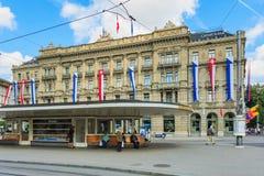 Paradeplatz广场在瑞士国庆节的苏黎世 库存照片
