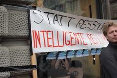 Paradeplatz de Zurique, protesto da matriz para os excessos o Imagem de Stock Royalty Free