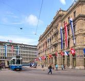 Paradeplatz fyrkant i Zurich, Schweiz royaltyfri bild