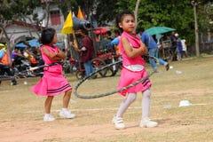 Paraders en local se divierte la estación del festival Imagen de archivo libre de regalías