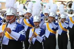 Paraders en local se divierte la estación del festival Imagenes de archivo