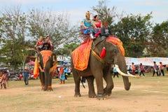 Paraders in het lokale seizoen van het sportenfestival royalty-vrije stock afbeeldingen