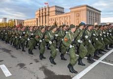 Paradewiederholung vor dem Tag des Sieges im Großen patriotischen Krieg Lizenzfreie Stockfotos
