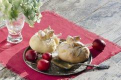 Paradiesäpfel backten im Gebäck, in Form von Taschen. Weihnachtsbäckerei Lizenzfreies Stockbild