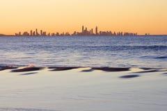 Paradies des Surfers am Sonnenuntergang lizenzfreies stockfoto