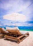 Paradiesansicht des netten tropischen leeren sandigen Strandes Stockfotografie