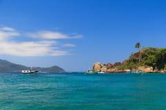 Paradiesinsel im Ozean stockfotos