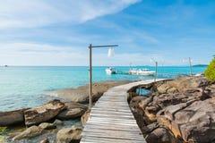 Paradijs Vakanties en het Concept van het Toerisme Tropische toevlucht Pier royalty-vrije stock foto