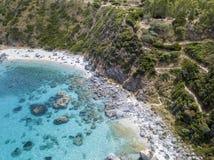 Paradijs van sub, strand die met voorgebergte het overzees overzien Zambrone, Calabrië, Italië Lucht Mening stock foto's