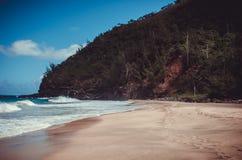 Paradijselijk strand op Kalalau-sleep middenpunt, Kauai, de V.S. stock afbeelding