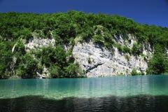 Paradis bleu mystérieux dans des lacs Plitvice Photographie stock libre de droits