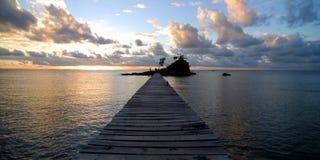 Paradis d'île de coucher du soleil Image libre de droits