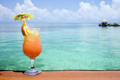 Paradis tropical de boissons image stock