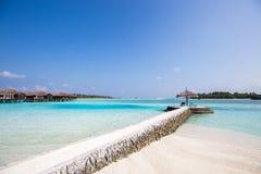 Paradis tropical exotique au-dessus de vue de l'eau Images libres de droits