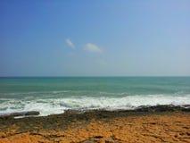 Paradise kust och brun sand royaltyfria bilder