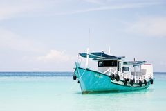 Paradise's Boat waiting for tourist in blue lagoo Stock Photography